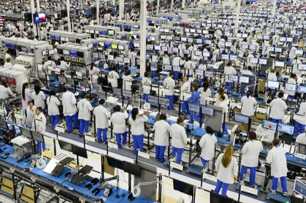 epa03861219 Factory workers assemble phones on the factory floor during the opening of the new Motorola Flextronics factory in Fort Worth, Texas, USA, 10 September 2013. The new Moto X smartphone will be assembled at the factory in Fort Worth.  EPA/LARRY W. SMITH